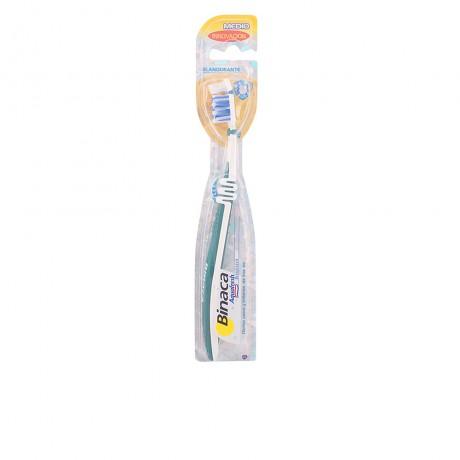 aquafresh cepillo dental blanqueante medio